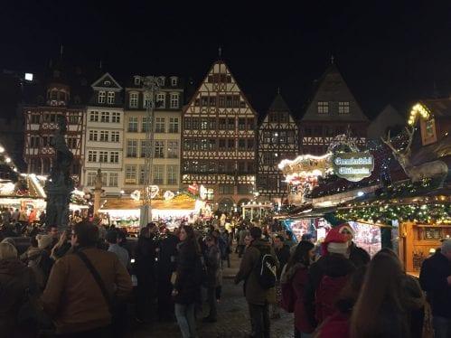 Mercado de Natal na RömerPlatz, em Frankfurt