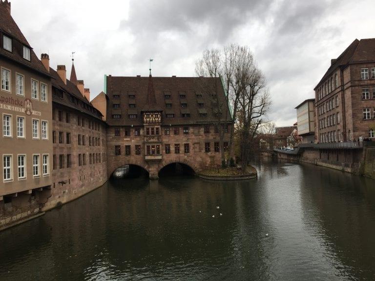 Vista da MüseumBrucke, um dos cartões postais de Nuremberg
