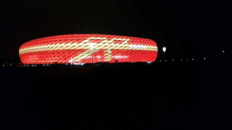 Allianz Arena à noite, estádio do Bayern de Munique
