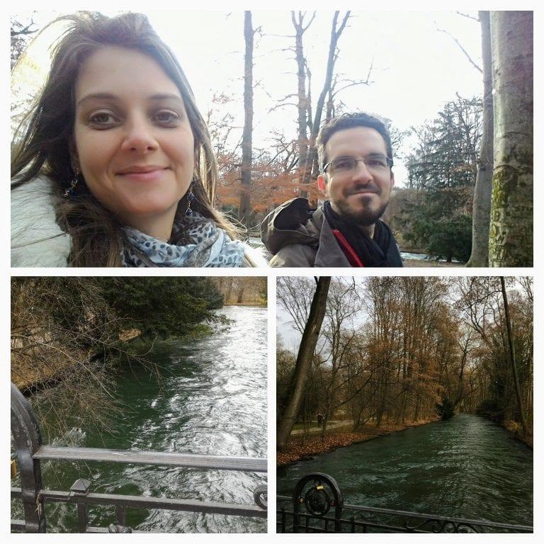 Nós dois no Englischer Garten, onde o rio rouba a cena!