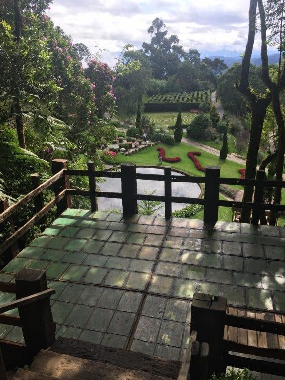 Photo point no Parque Amantikir, de onde é possível ter uma vista incrível do parque