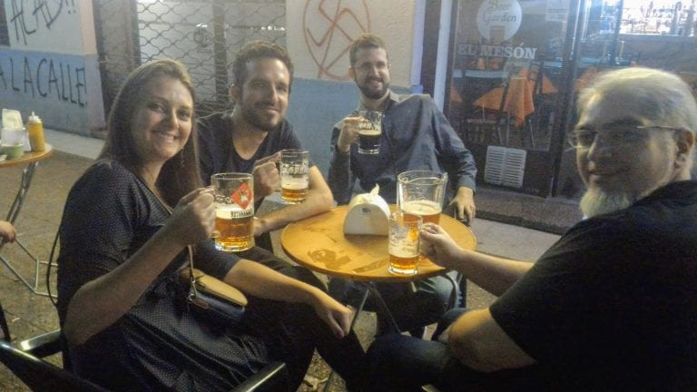 Cervejas artesanais no El Mesón Beer Garden