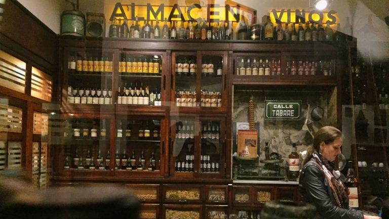 Bar Tabaré: ambiente do antigo armazém conservado