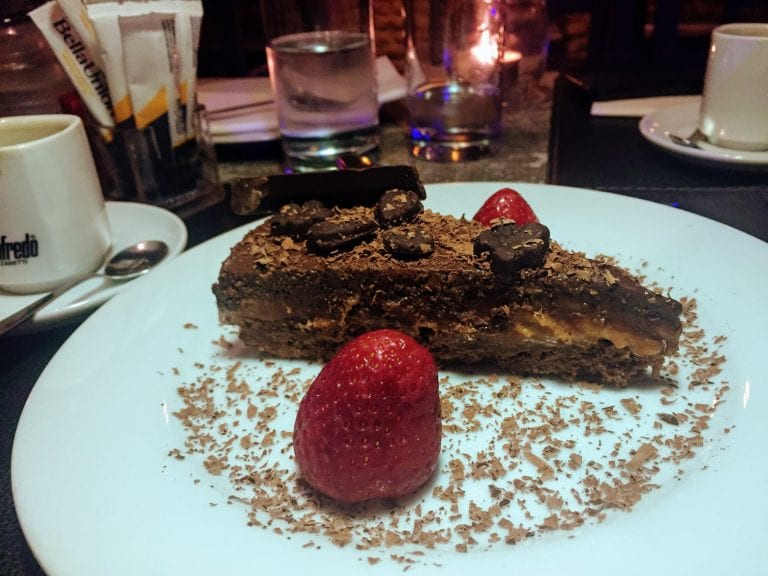 Carbonada: a torta carbonada de sobremesa com chocolate belga e doce de leite