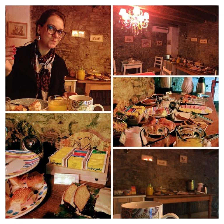La Misión Hotel: café da manhã no mezanino em cima da recepção