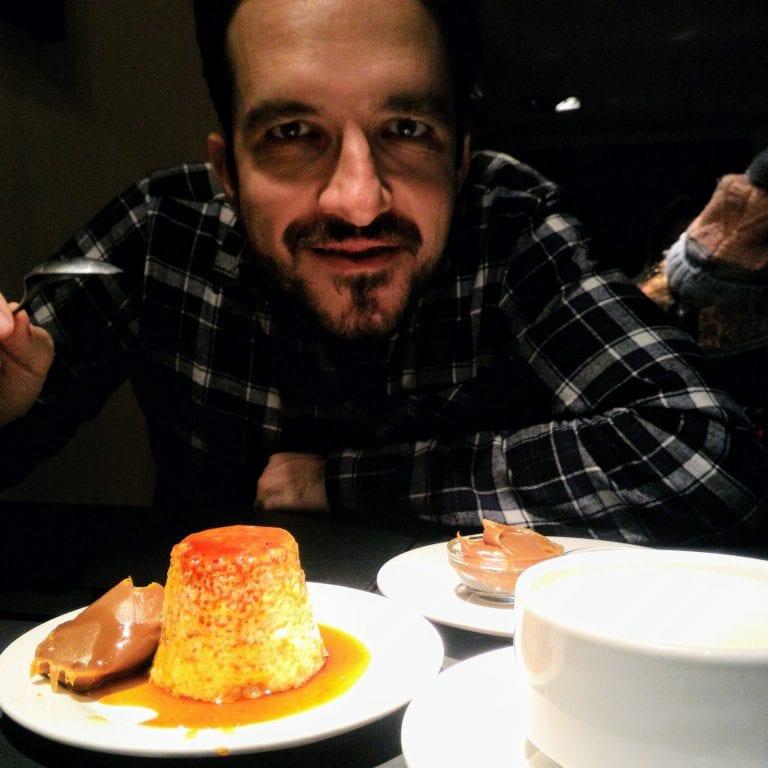 Marlo Parrilla: Guto atacando o Flan con Dulce de Leche