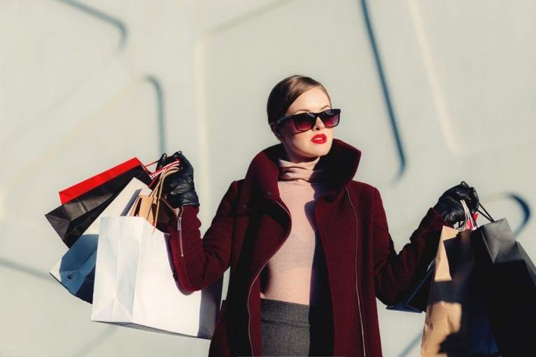 Viagem e consumo: por que temos vontade de comprar tudo quando viajamos?