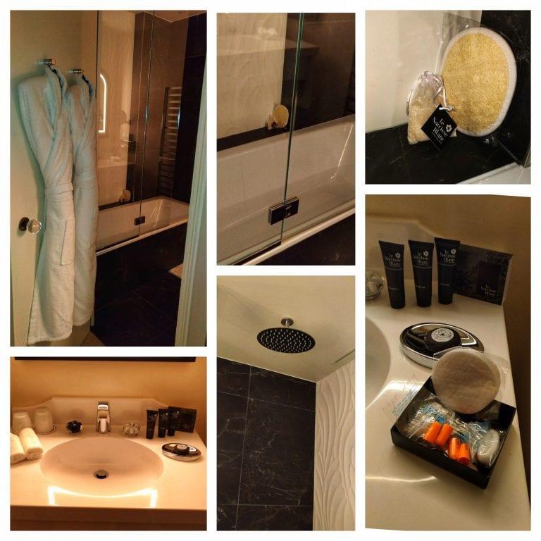 Le Narcisse Blanc: banheiro com chuveiro e banheira, amenities completos, além de roupão e chinelos