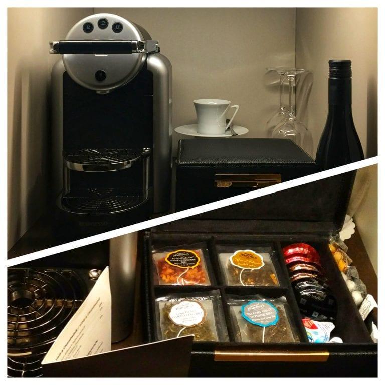 Le Narcisse Blanc: cafeteira Nespresso e suas respectivas capsulas, além dos sachês de chás