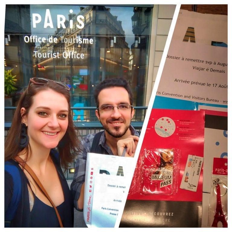 Pegando nosso kit do Paris Museum Pass no office du Tourisme de Paris