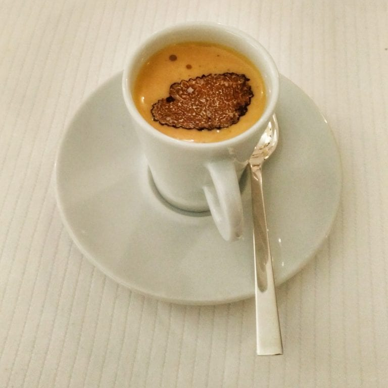 """La Casserole: um """"cappuccino"""" que na verdade era um caldo salgado e temperado com trufa"""