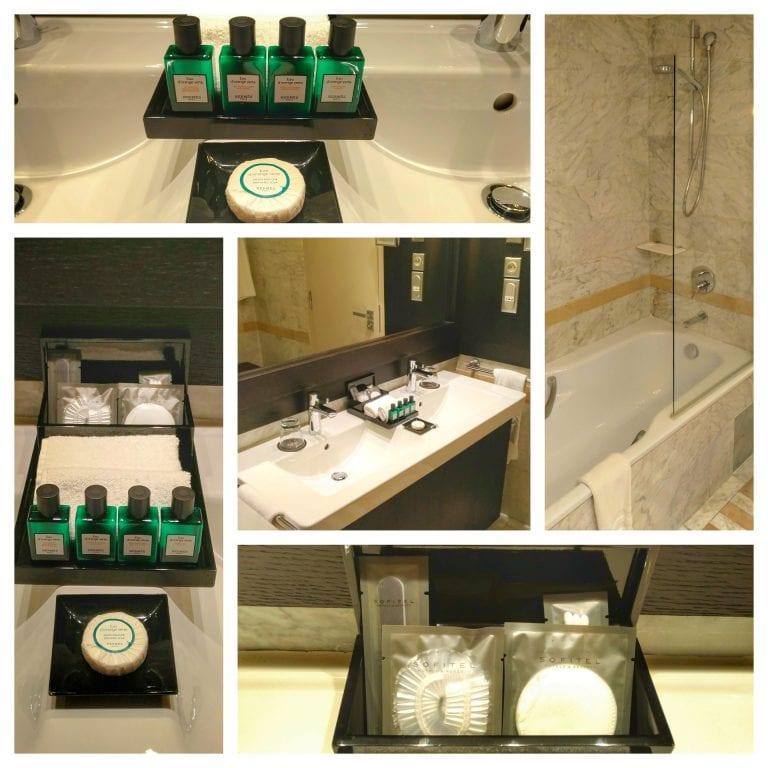Sofitel Strasbourg Grande Ile: banheiro completo com kit com produtos da Hermès