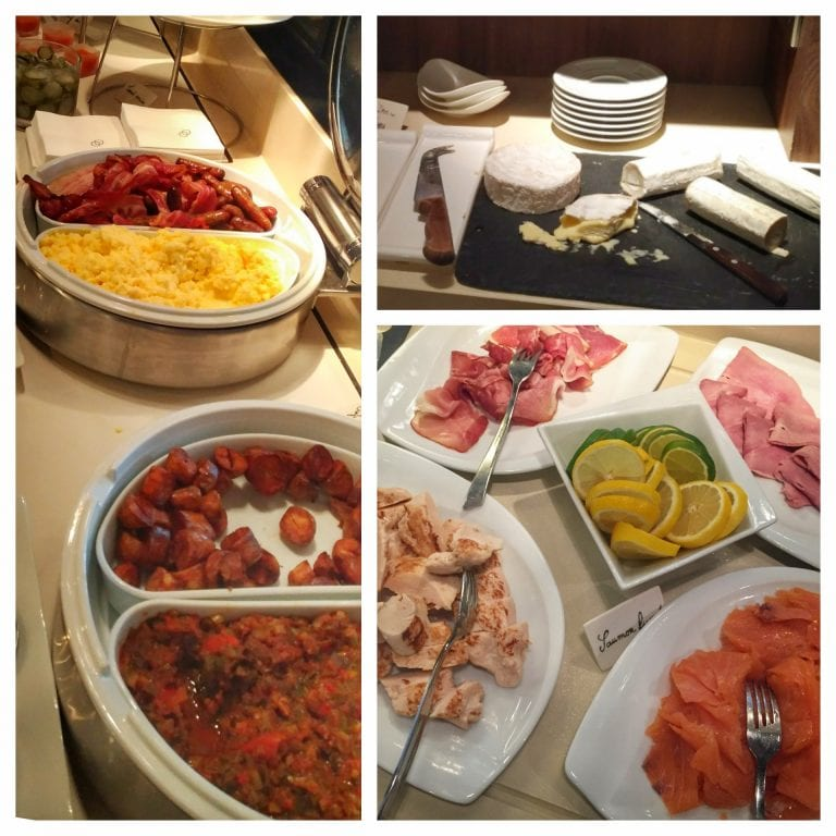 Sofitel Strasbourg Grande Ile: no café da manhã tinha queijos variados, salmão defumado, salsichas/linguiças de diferentes tipos e ovos mexidos