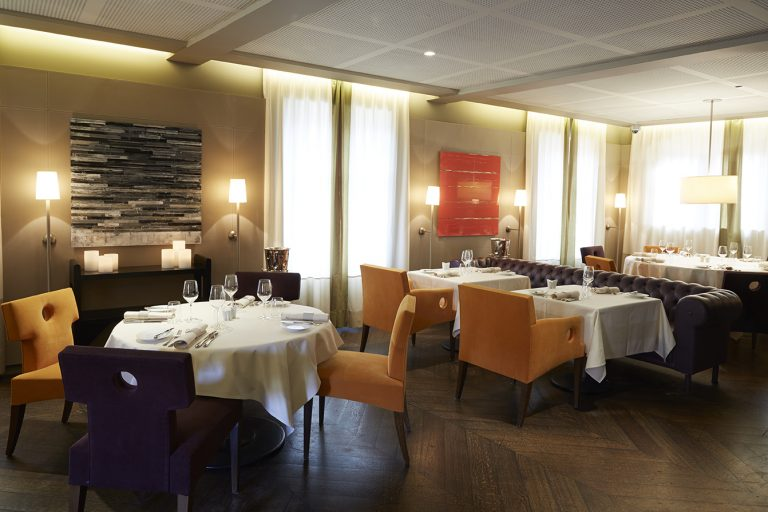 Jy's: fachada do restaurante e salão interno | fonte: jean-yves-schillinger.com