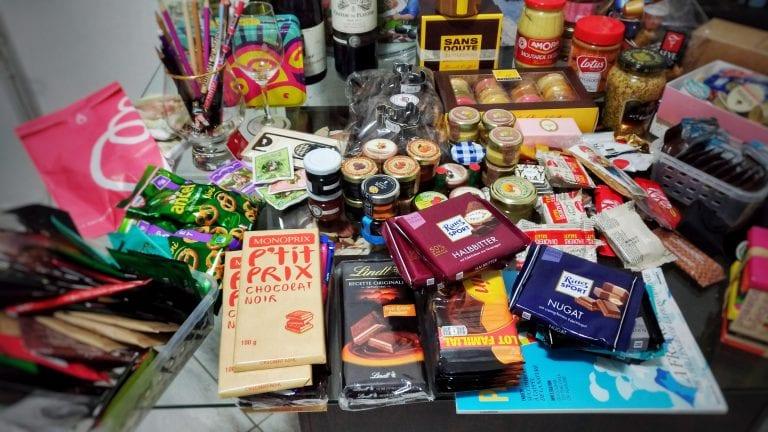 Supermercados em Paris: uma amostra das comprinhas que trouxemos na bagagem. :)