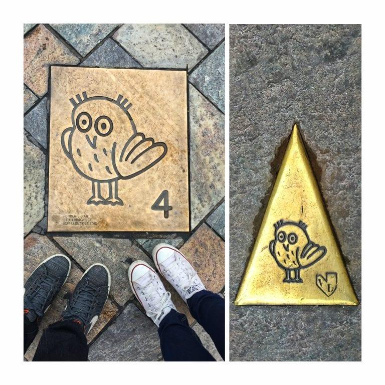 Dijon: 'Parcours de la Chouette', ou o Percurso da Coruja. São 22 pontos sinalizado por uma placa numerada de metal em formato de seta com o símbolo da Coruja