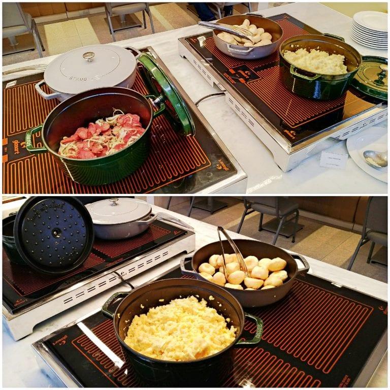 Hotel Grand Mercure São Paulo Vila Olimpia - ovos mexidos , pão de queijo e linguiça no buffet