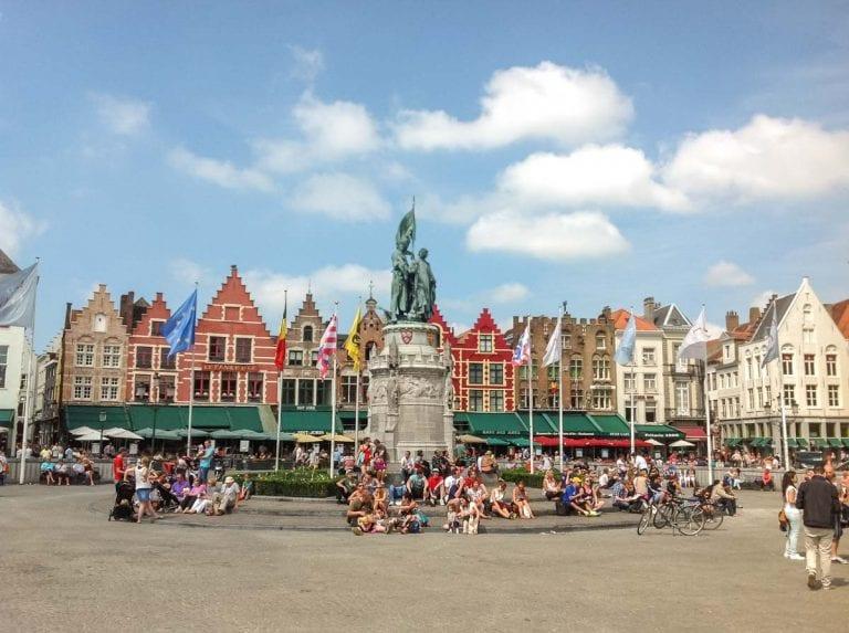 Grote Markt de Bruges (fonte: Visit Brugge)