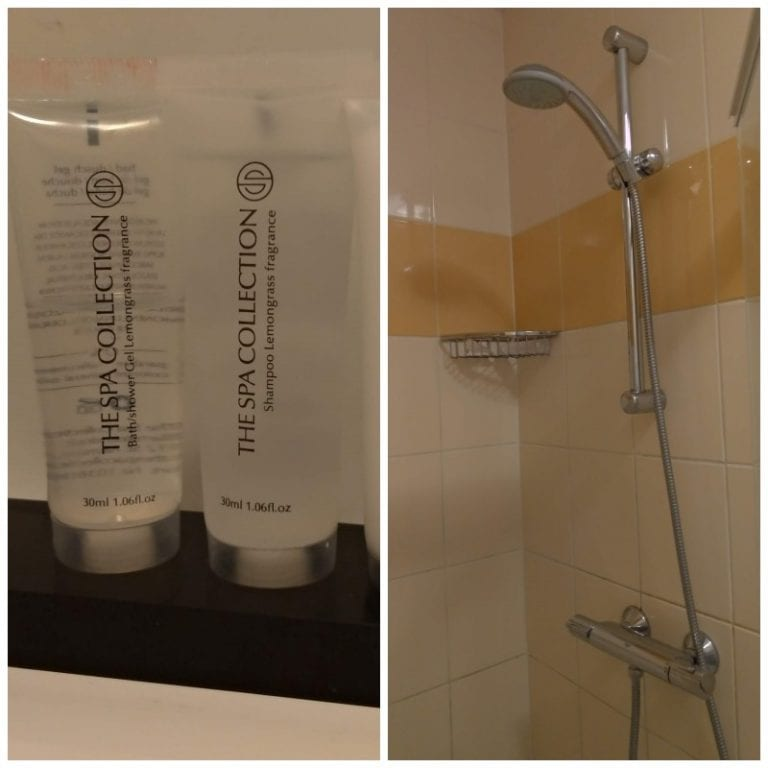 Banheiro e amenities do hotel