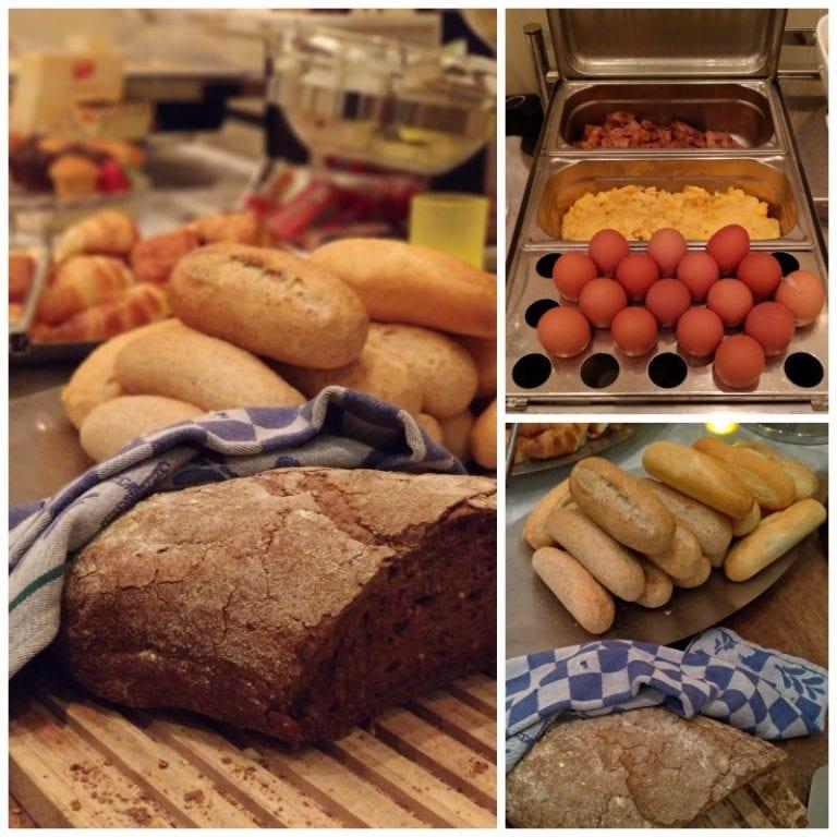 Pães diversos, ovos, bacon: café da manhã bem variado