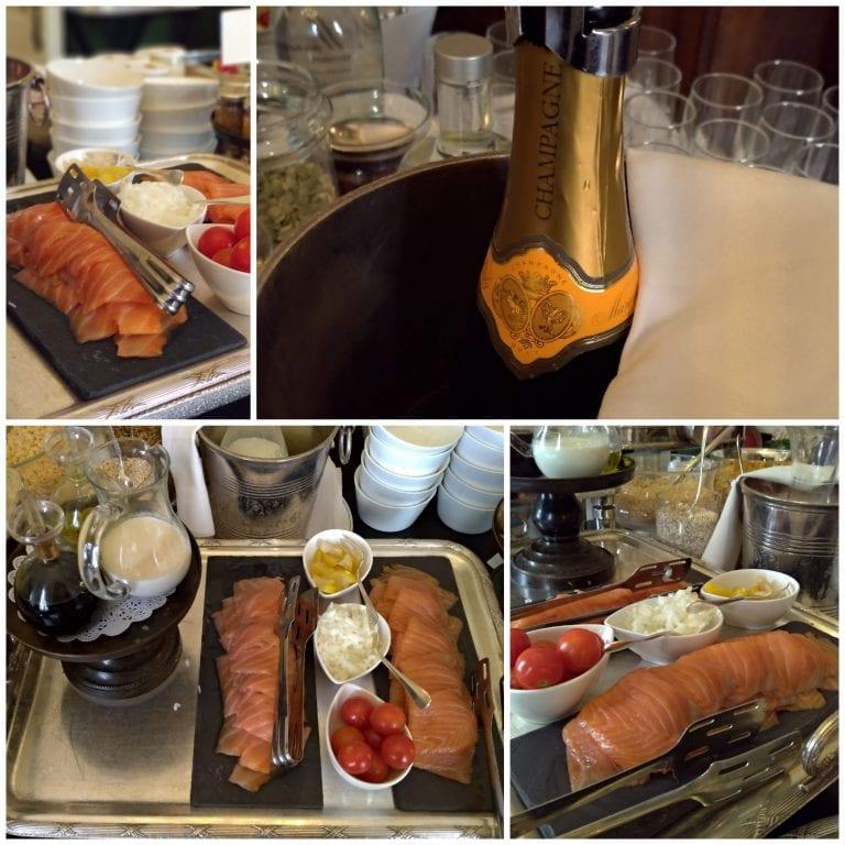 Salmão defumado e ao lado um balde com champagne a disposição do hóspede