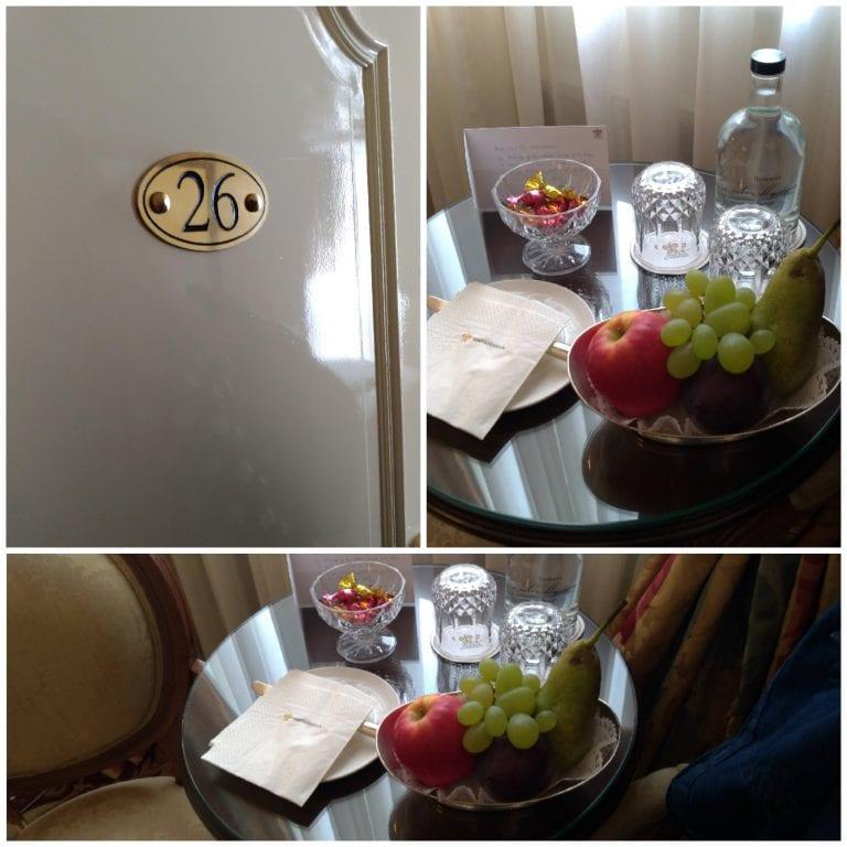 Frutas e garrafa de água como cortesia