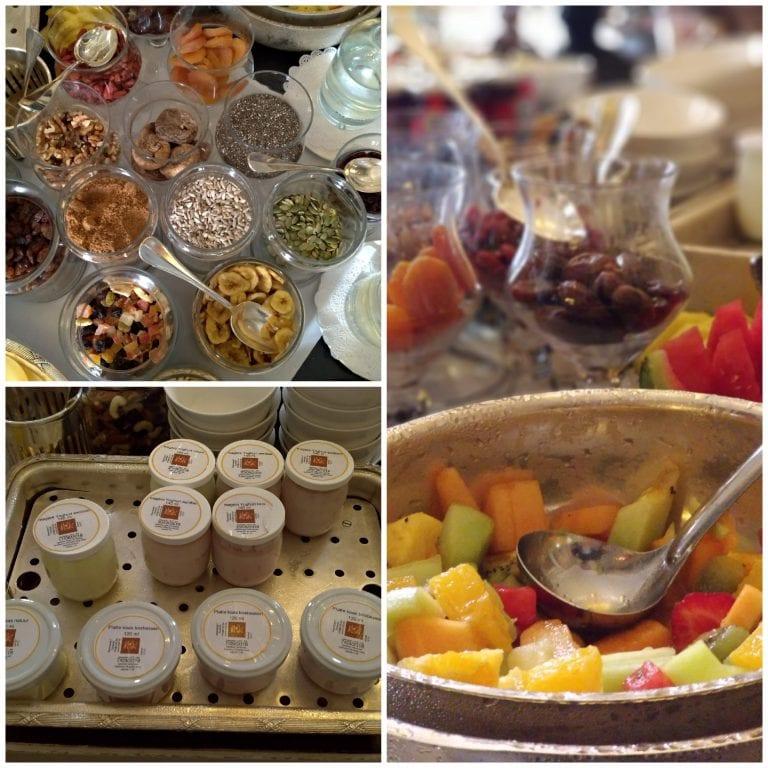 Salada de frutas e Iogurtes locais - deliciosos