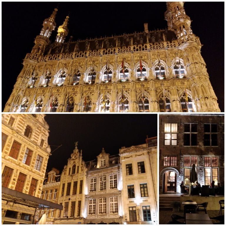 Prédios históricos de Leuven iluminados a noite