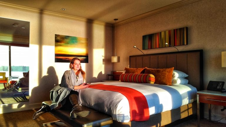 Inn at the Market: o quarto sob a luz do sol ao cair da tarde