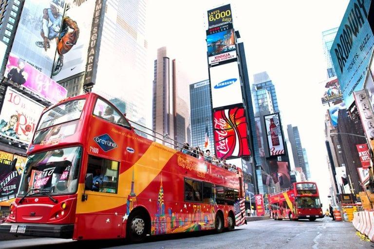 Ônibus turístico hop-on hop-off em Nova York