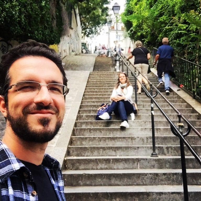 Uma das escadarias que levam até o alto de Montmartre