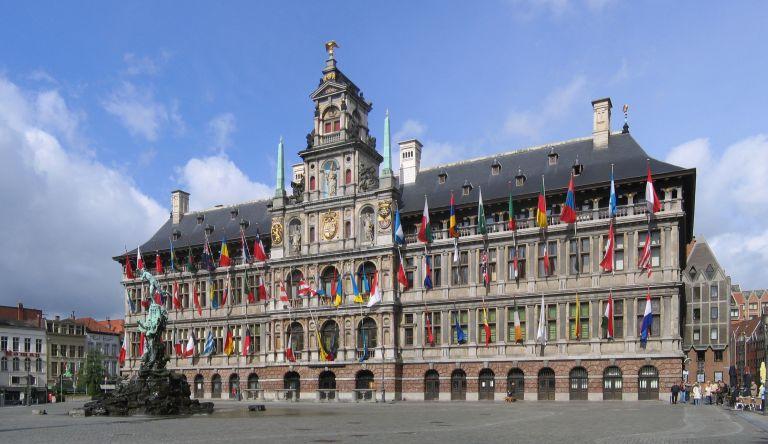 Stadhuis van Antwerpen e Brabo's Fountain