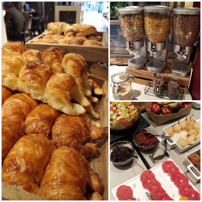 Medialunas, frutas frescas e cereais no farto buffet de café da manhã