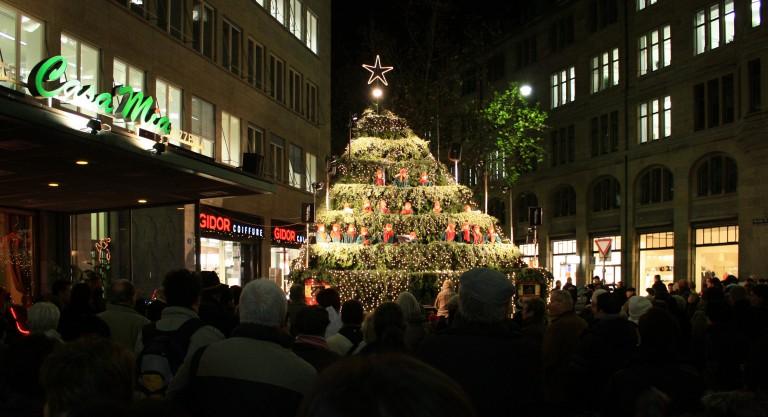 Árvore cantante do mercado de Natal