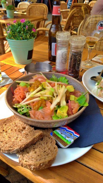 Zalmsalade - a salada de salmão