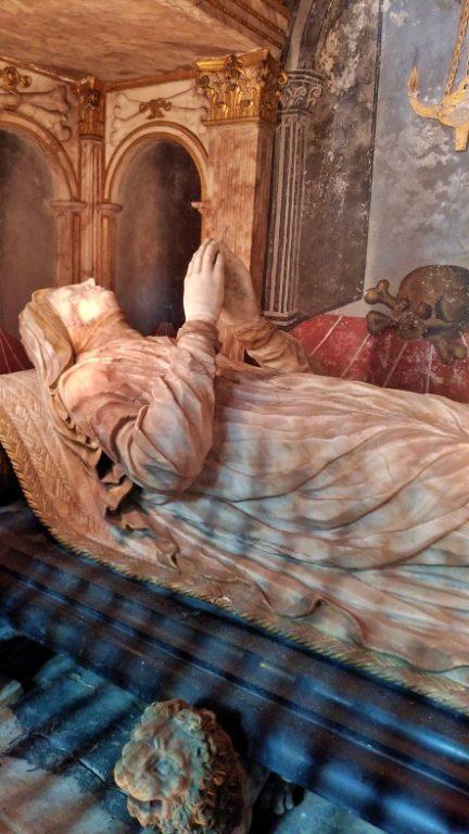 Oude Kerk - mausoléus e sepulturas feitas em mármore