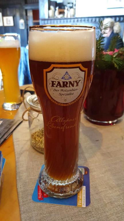 Pfänderdohle Gasthaus: cerveja da Farny HefeWeizen - Dunkel Weizenbier