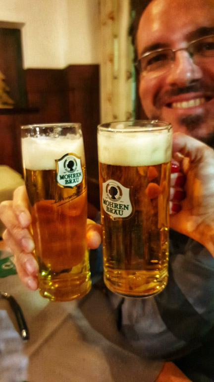 """Gasthaus Goldener Hirschen: Cerveja da Áustria estilo pilsen """"vom fass"""", isto é, on tap"""