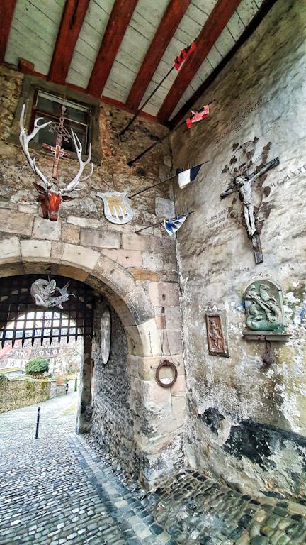 Portão de entrada da Cidade Alta de Bregenz: imagens e objetos medievais