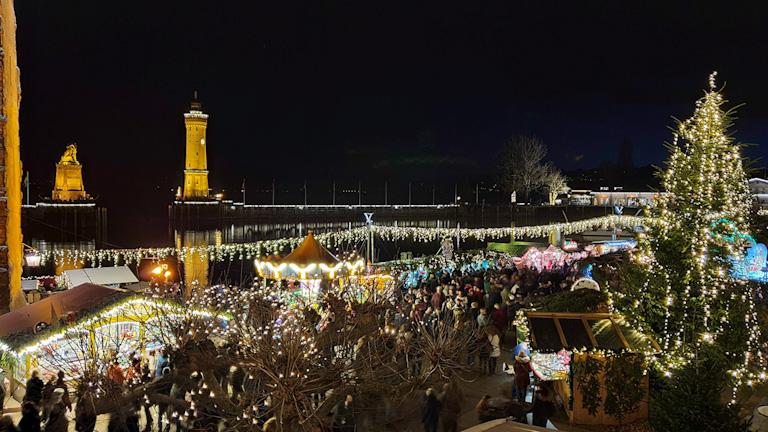 Mercado de Natal de Lindau visto do alto da janela do hotel