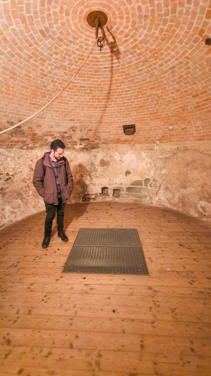 Diebsturm em Lindau: ofereceu pouco conforto aos prisioneiros que ficavam confinados no subsolo abaixo do gradil