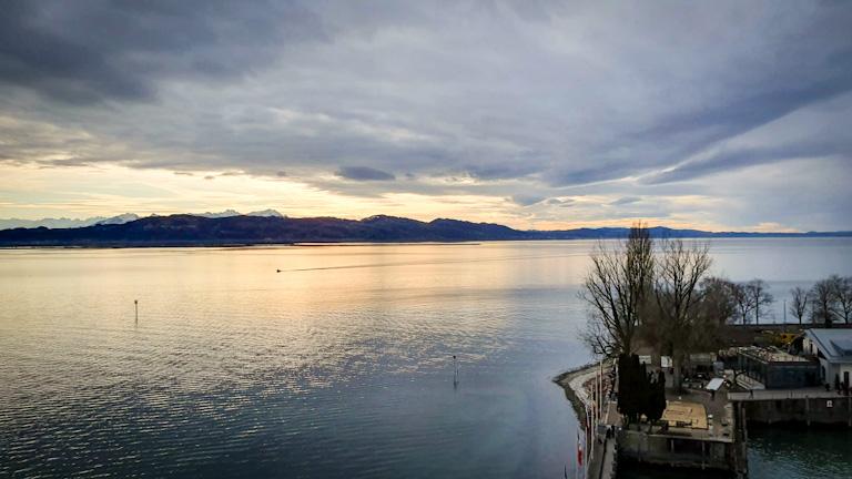Vista do alto do Lago Constança a partir da plataforma do novo farol
