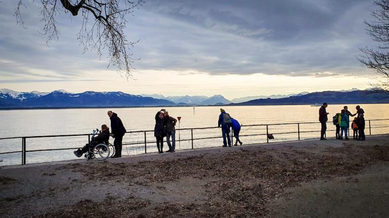 Lago Constança - Bodensee: a movimentação dos turistas para admirar o pôr do sol à beira do lago