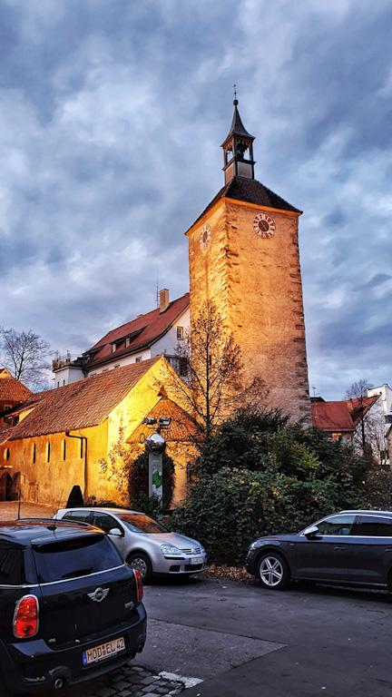 Peterskirche vista de longe com sua torre alta