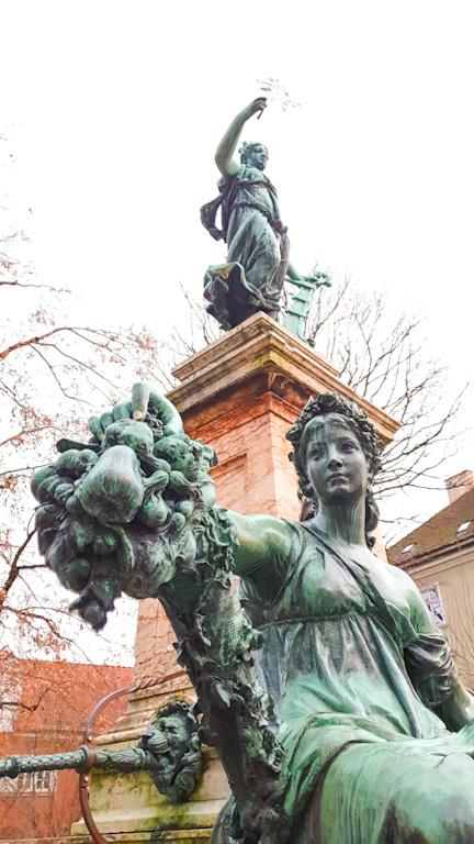 Lindaviabrunnen: detalhes das estátuas