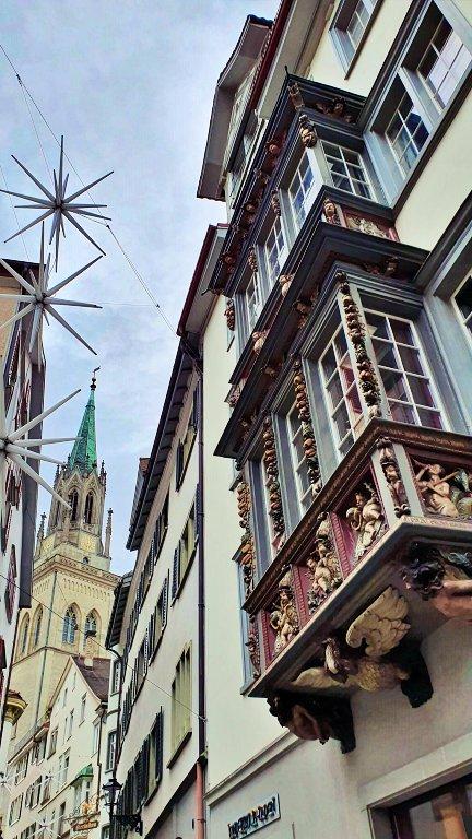 Janelas oriel das casas burguesas antigas