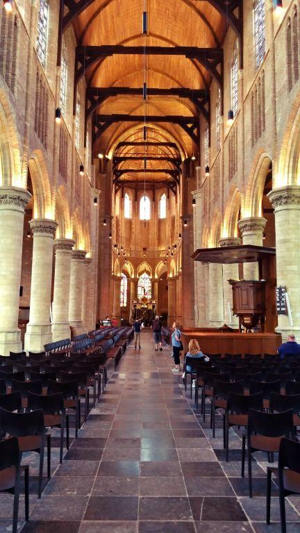 Nieuwe Kerk: ambiente interno com seu teto de madeira