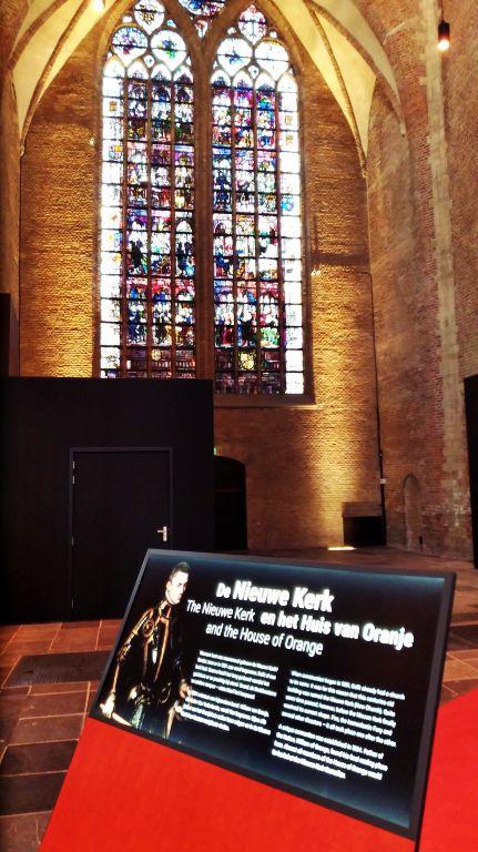 Nieuwe Kerk: vitraus do ambiente interno