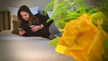 Aproveitando a cama confortável do Hotel D Geneva