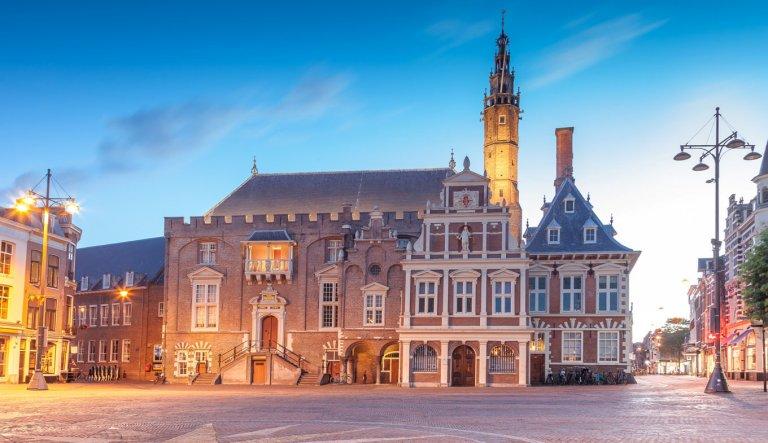 Bela prefeitura medieval de Haarlem | Foto: © holland.com